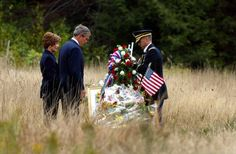 President George W Bush and First Lady Laura - Shanksville PA Flight 93 Memorial. I such great respect for this family . We Will Never Forget, Lest We Forget, Flight 93 Memorial, 911 Memorial, 911 Twin Towers, 11 September 2001, Day Of Infamy, Laura Bush, Bush Family