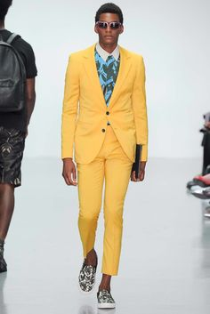See the complete A. Sauvage Spring 2015 Menswear collection.