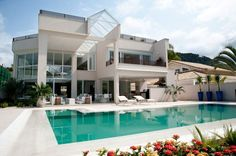 Casa e piscina, um dos sonhos