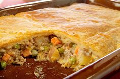 So easy an my family loved it!- BLL VELVEETA Easy Cheesy Pot Pie recipe - Ground beef and vegetables in a cheesy sauce are baked in a casserole topped with refrigerated crescent dough for a taste-tempting pot pie. Fudge, Beef Pot Pies, Crescent Roll Recipes, Crescent Rolls, Crescent Dough, Good Food, Yummy Food, Fun Food, Kraft Recipes