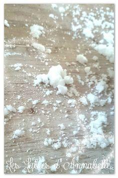 Une activité sympa pour un anniversaire Reine des Neiges: la fabrication maison de fausse neige...