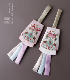 장생노리개 Korean Traditional, Traditional Design, Traditional Outfits, Asian Architecture, Korean Art, Rakhi, Handicraft, Hand Stitching, Floral Tie