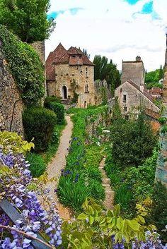 Medieval village Saint-Cirq-Lapopie - France.