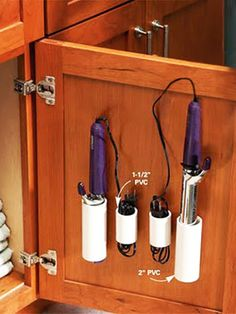 Tubos de PVC son uno de los materiales de construcción ordinarios que es barato para comprar, disponible y fácil de encontrar. Usted puede pintar, cortar,