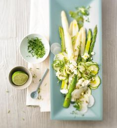 Frischer Spargel kombiniert mit vielerlei Köstlichkeiten. Unsere Spargel-Rezepte sind schnell und einfach zubereitet, frisch, kalorienarm und gesund.