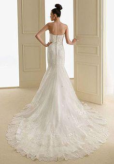 Buttons Long Chapel Train Lace Charming A-line Wedding Dress picture 2