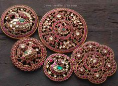 Accessories are undoubtedly must to dazzle in jewellery. Here we showcase beauti. Accessories are Antic Jewellery, Antique Jewellery Designs, Gold Earrings Designs, Gold Jewellery Design, Antique Jewelry, Bead Jewellery, Temple Jewellery, Diamond Jewellery, Fashion Jewellery