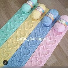 Renkler Ve Model Şahane❤💛💜💙 Bir ❤Birakip Kaydetmeyi Unutm Crochet Heart Blanket, Bobble Crochet, Crochet Diy, Bobble Stitch, Crochet Crafts, Granny Square Crochet Pattern, Afghan Crochet Patterns, Crochet En Relief, Crochet Baby Costumes