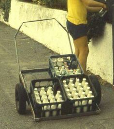 Kiwi milk delivery back in the day-back when most people were honest! New Zealand Food, New Zealand Houses, Retro Cafe, Kiwiana, All Things New, Fresh Milk, The Beautiful Country, My Childhood Memories, Back In The Day