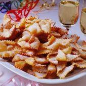 Receptek Lajos Mari konyhájából - A farsangi fánkról – alaprecept Hungarian Desserts, Hungarian Cake, Hungarian Recipes, Hungarian Food, Edible Flowers, Winter Food, Macaroni And Cheese, Waffles, Dessert Recipes