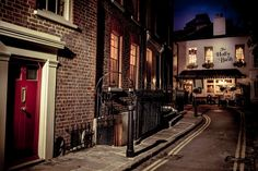 """Dᴏɴ'ᴛ. Lɪᴇ. Tᴏ ᴍᴇ."", mbphotograph:   London, England(by mbphotograph)..."