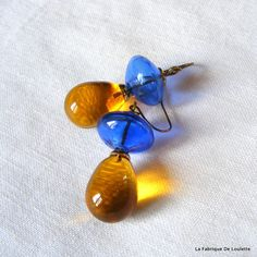 Blown Glass Blue and Yellow Earrings par LaFabriqueDeLoulette