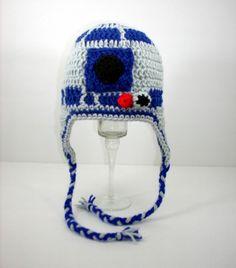 R2D2 crochet hat... Amaaaaa-zing! Bleep, bloop, bleep, bleep ;-) #r2d2 #crochet #craft #knitting #geek #lol #nerd #hat