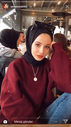 Kışlık Tesettür Giyim Önerileri ve Görselleri Street Hijab Fashion, Muslim Fashion, Modern Hijab Fashion, Modest Fashion, Casual Hijab Outfit, Hijab Chic, Casual Outfits, Hijabi Girl, Girl Hijab