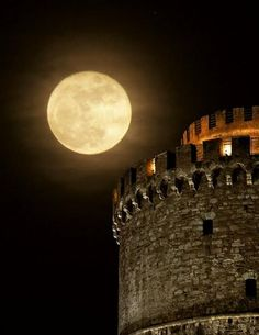 The White Tower and full moon. Romantic and beautiful Thessaloniki, Greece Thessaloniki, Beautiful Moon, Beautiful Places, Shoot The Moon, Good Night Moon, Albania, Blue Moon, Stars And Moon, Night Skies