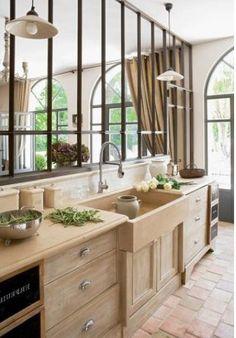 La cuisine de mes rêves, lier l'effet métal avec le bois nature et évier à l'ancienne. Just semmoinen.