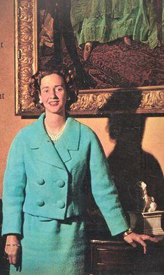 une parti de la couverture de Paris match N°603 octobre 1960. titre : Exclusif Fabiola nous reçoit dans le palais de son enfance au moment de le quitter.