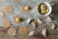 Vollkornpiroggen mit Sauerkraut-Kartoffel-Füllung • KRAUTKOPF