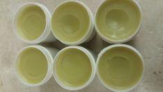 Jitrocelová mast /z jitrocele kopinatého/. Jitrocel je znám pro své hojící a protizánětlivé účinky, proto je velmi vyhledávanou a dostupnou bylinkou. Zpracovávám ho několika způsoby, dnes přidávám pro inspiraci recept na jitrocelovou mast, kterou uplatníte na mnohé neduhy. regeneruje špatně se hojící rány, vředy, nežity na popáleniny na řezné rány je vhodná na proleženiny na povrchové… Handmade Cosmetics, Kraut, The Balm, Herbalism, Projects To Try, Remedies, Detox, Herbs, Plates