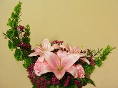 7 Different Types of Flower Arrangements for Various Occasions - Official Blog - BookMyFlowers Types Of Flower Arrangement, Flower Arrangements, Different Types, Amazing Flowers, Floral Design, Floral Wreath, Wreaths, Plants, Blog