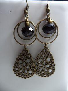 Boucles d'oreilles bronze et perle facettée noire