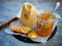 Itse tehty hillo kruunaa pöydän. Aromikas päärynähillo sopii hyvin juustojen kanssa nautittavaksi.