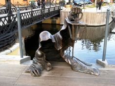 The Black Ghost, or Juodasis Vaiduoklis, is a weird statue located in Klaipeda, Lithuania's third largest city. Learn the legend behind the sculpture. Freedom Sculpture, Lion Sculpture, Outdoor Sculpture, Outdoor Art, Creepy Ghost, Scary, Famous Sculptures, Singular, Scrap Metal Art