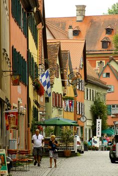 Strolling on the idyllic streets of Dinkelsbühl in Bavaria, Germany