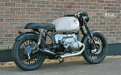 Cafe racers, scramblers, street trackers, vintage bikes and much more. The best garage for special motorcycles and cafe racers. Bmw Vintage, Vintage Cafe Racer, Vintage Bikes, Vintage Racing, Bonneville Motorcycle, Motorcycle Tires, Cafe Racer Motorcycle, Triumph Bonneville, Triumph Cafe Racer