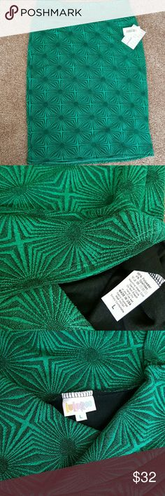 LuLaRoe Cassie Large NWT *Price drop* Large Cassie in an emerald green with a textured design LuLaRoe Skirts