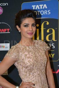 Priyanka Chopra on green carpet at #IIFA Awards 2014. #Style #Bollywood #Fashion #Beauty