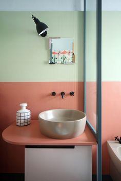 Décor do dia: banheiro com parede tricolor em tons pastel (Foto: Divulgação)