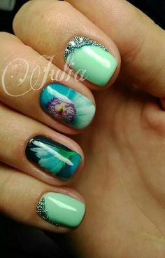 Green and blue up close flower nailart #nailart @JenniferW