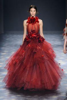 Pin for Later: Les Robes Fleuries de Marchesa Étaient Tellement Belles Qu'on a Presque Cru Que les Roses Étaient Vraies