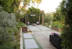 Before and After: 5 Favorite Garden Rehabs After: Modern Backyard with Wood Patio and Poured Concrete and Pergola, Gardenista Backyard Retreat, Backyard Patio, Wood Patio, Back Gardens, Outdoor Gardens, Porches, Landscape Design, Garden Design, Townhouse Garden