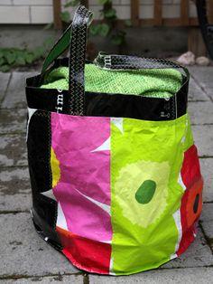 Ihan Kaikki Kotona: : Marimekko plastic bags! Nice! Plastic Bag Crafts, Recycled Plastic Bags, Recycled Crafts, Baguette, Fused Plastic, Diy Bags Purses, Reuse Recycle, Marimekko, Handmade Bags