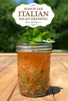 Jar Italian Salad Dressing Make this amazing homemade Italian dressing for a healthier alternative to your favorite salad topping.Make this amazing homemade Italian dressing for a healthier alternative to your favorite salad topping. Salad In A Jar, Soup And Salad, Pasta Salad, Crab Salad, Quinoa Salad, Chutneys, Salade Healthy, Homemade Italian Dressing, Dips