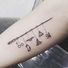 76 Magical Harry Potter Tattoos 76 Magical Harry Potter Tattoos Frauen Related Ideas For Tattoo Frauen Motiv Sterne - - Tattoo Schöne. Tattoo Diy, Hp Tattoo, Tattoo Style, Tattoo Quotes, Tattoo Ideas, Wand Tattoo, Hedwig Tattoo, Henna Arm Tattoo, Sock Tattoo