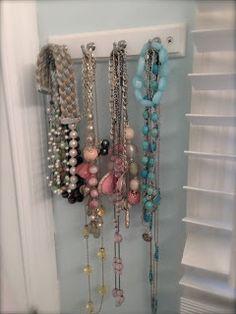 Key hooks to organize jewelry