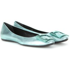 Roger Vivier Gommette Metallic Leather Ballerinas (729,110 KRW) ❤ liked on Polyvore featuring shoes, flats, green, ballerina flats, ballet flats, green leather shoes, roger vivier shoes and ballerina shoes