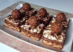 Ferrero Rocher – ciasto bez pieczenia! Trzy warstwowe, orzechowo-czekoladowe ciasto na herbatnikach, w smaku bardzo przypominające znane pralinki Ferrero Rocher. A w dodatku nie wymagające pieczenia i wybornie smaczne oraz efektownie wyglądające. Polecam! Do wykonania ciasta użyłam foremki o wymiarach 26 x 26 cm. Pomysł i inspiracja pochodzi z bloga SMAKI OGRODU, jednak wprowadziłam w … Good Food, Yummy Food, Chocolate Mousse Cake, Cheat Meal, Polish Recipes, Baking Tips, No Bake Cake, Ferrero Rocher, Food Porn