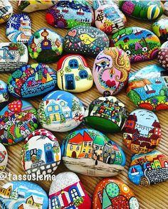 painted rocks. Stone Crafts, Rock Crafts, Crafts To Do, Pebble Painting, Pebble Art, Stone Painting, Christmas Rock, Rock Painting Designs, House On The Rock