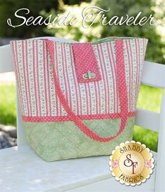Seaside Traveler Pattern: The perfect bag to take on any trip! Seaside Traveler is approximately 21