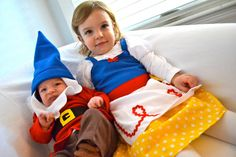 oh my gosh snow white and baby dwarf. Adorable.