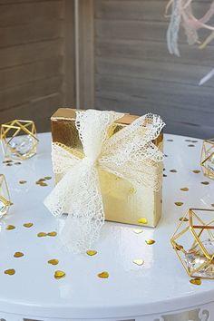 Χρυσό κουτί για την απόλυτη Royal ατμόσφιαρα στο γάμο σας. Βρείτε ιδέες για μπομπονιέρες διακόσμησης γάμου σε χρυσό και λευκό στο link της εικόνας.   #mpomponieres #mpomponieresgamou #weddingfavors #goldweddingfavors #μπομπονιερες #μπομπονιερεςγαμου #χειροποιητεςμπομπονιερες #goldwhitewedding #elegantweddingdecor #elegantweddingdecoration #weddinginspiration #goldwedding #γαμος #διακοσμησηγαμου #γαμος2020 #wedding2020 #barkasgr #barkas #afoibarka #μπαρκας #αφοιμπαρκα #imaginecreategr Create