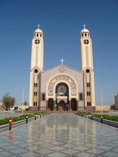 Close up of St. Mina Monastery in Mariut Egypt Old Catholic Church, Episcopal Church, Roman Catholic, Sacred Architecture, Church Architecture, Religious Architecture, Old Egypt, Cathedral Church, Church Design