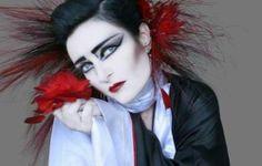 Siouxsie.