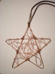 TUTORIAL: Ornament: Try making smaller for earrings, Wire Star Christmas Ornament: 6 Steps Copper Wire Crafts, Copper Wire Art, Copper Decor, Handmade Christmas Decorations, Diy Christmas Ornaments, Christmas Stars, Christmas Ideas, Felt Christmas, Homemade Christmas