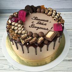 Шоколадный торт для любимой доченьки! Насыщенные влажные коржи, не требующие пропитки, крем с бельгийским молочным шоколадом Callebaut! Очень вкусно! 1450/кг, заказ от 2 кг . #шунина_кондитерская #архангельск #торт #тортназаказ #тортназаказвархангельске #тортбезмастики #кремовыйторт #детскийторт #тортнаденьрождения #gdetort.ru #акварельныйторт #кремчиз #америколор #cake_russia_news 10th Birthday, Birthday Cake, Cupcake Cakes, Cupcakes, Pretty Cakes, Cake Recipes, Cake Decorating, Food And Drink, Treats