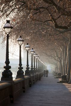 queen's walk, london